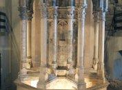 A visegrádi királyi palota Zsigmond-kori nyolcszögű díszkútja