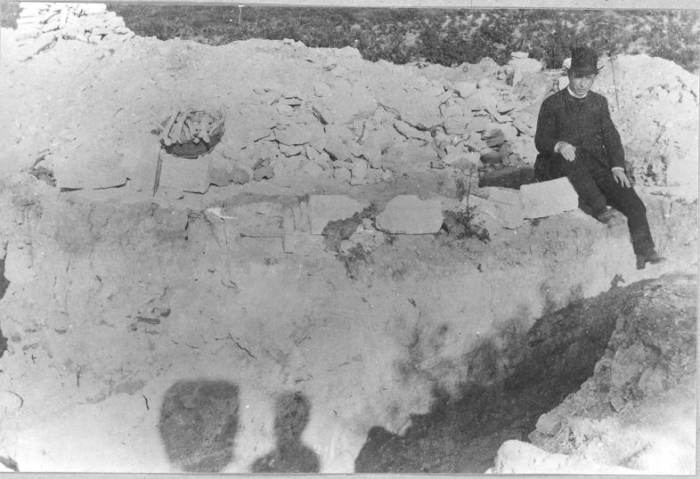 Czobor Béla a Szt. András monostor ásatásán