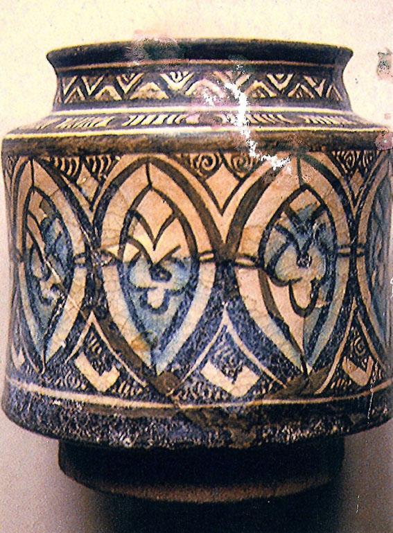 A geometrikus díszű albarelló (fotó: Buzás Gergely)