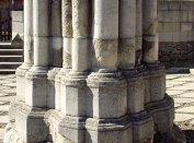 A székesegyház északnyugati pillérének restaurált maradványai